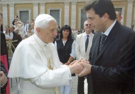 800px-Papa_Benedicto_XVI-Sergio_Massa