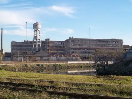 800px-Fábrica_SIAM_desde_el_meandro_del_Riachuelo