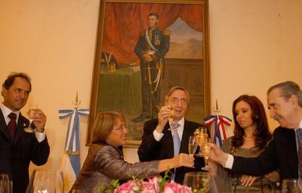 800px-Michelle_Bachelet_Néstor_Kirchner6