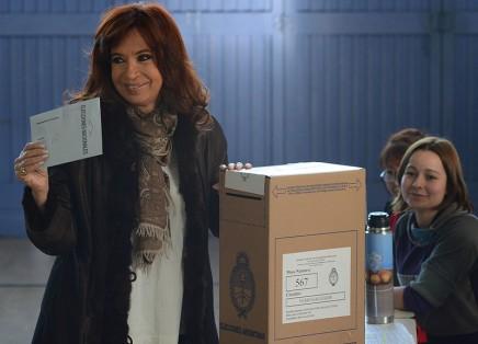 Cristina_Kirchner_votando_en_las_PASO_2015_en_Río_Gallegos_01
